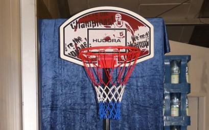 BasketballstaenderMitBall1