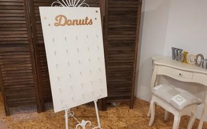 Staffelei mit Donutwall
